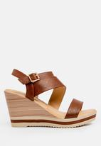 Butterfly Feet - Dhaka Wedges Tan