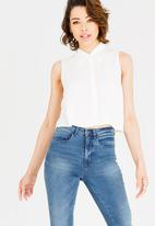 c(inch) - Cropped Open Back Shirt White