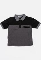 Twin Clothing - Printed Stripe Golfer T-shirt Black
