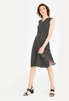 edit - Sleeveless fit & flare dress - black & white