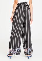 STYLE REPUBLIC - Highwaisted Wide Leg Pants Black