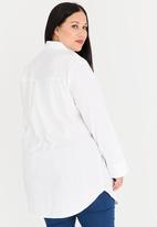STYLE REPUBLIC PLUS - Longer length shirt - white