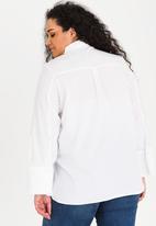 STYLE REPUBLIC PLUS - Pearl-like button shirt - white