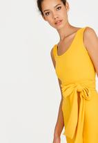ERRE - Pencil dress with bow belt - yellow