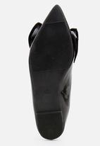 STYLE REPUBLIC - Bow Detail Pumps Black