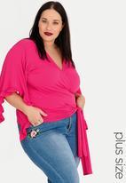 STYLE REPUBLIC PLUS - Wrap Top Cerise Pink