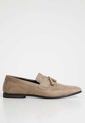 Tassel detail loafer - neutral