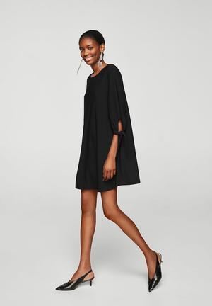 2d3b6beedb1 Sleeve knotted dress - black