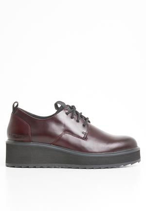 Adult size t strap shoes agree, rather