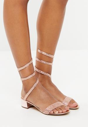 332495872288 Metallic strappy sandals - rose gold