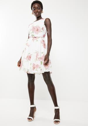 bb883542bd42 Fit   flare sleeveless dress - white   pink