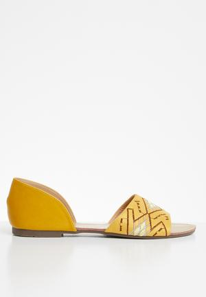 0195991edc89 Tribal embroidered sandal - mustard