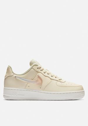 4ee9e8d018f4d2 By Nike R1499. Air Force 1  07 SE Premium W - pale ivory summit white guava