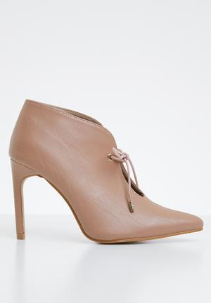 43c5b5b35403 Lara high vamp heel - neutral
