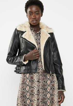 Fall short faux leather jacket - black