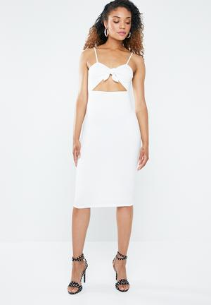 2b7f0864ce By Forever21 R429. Bodycon dress with cutout - white