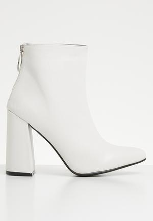 Ankle bootie - white