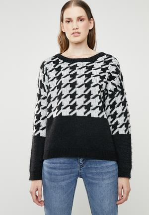 532fd57c5cc270 Telma houndstooth knit - black   white