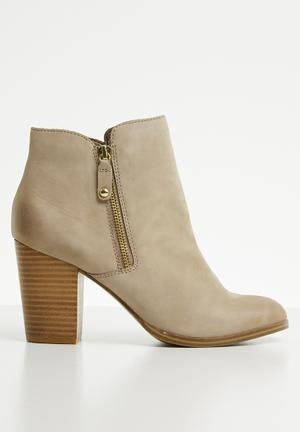 28994283841 Leather side zip heel ankle boot - beige