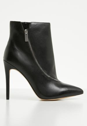 9131abd77509 Leather boots - black