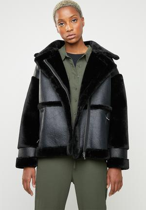 Faux fur sleeve aviator - black