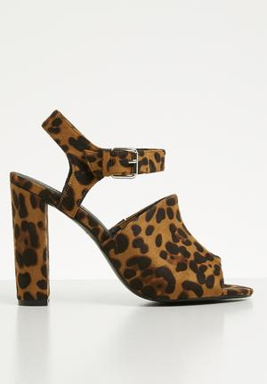 b57efd32b86 Ankle strap block heel - brown   black