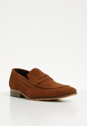 68b658fb0b3 Christopher suede loafer - tan