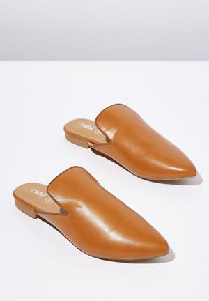 4d22ae258f9 Faux leather pointed slipper mule - tan