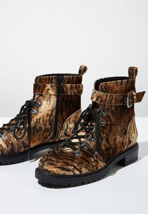 Hariette combat boot - brown & black
