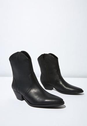 Larissa western boot - black