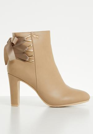 5b9dfd44e92 Faux leather block heel ankle boot - neutral   gold