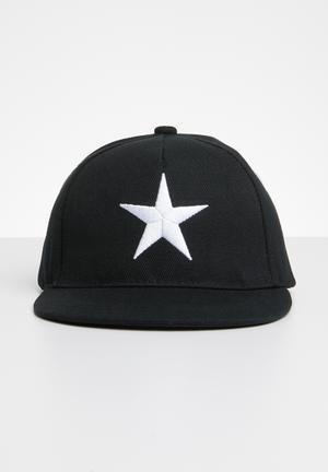90e1dfbf8c61 Star flat brim cap - black