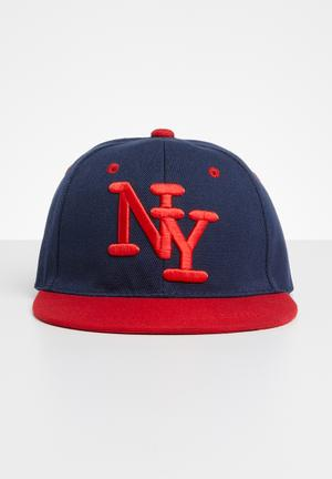 1e9891a47406 Embroidered flat brim cap - red   navy