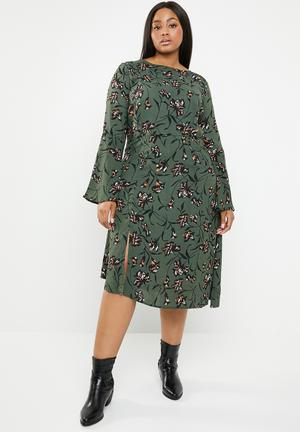 2b54172a511ac Plus size asymmetric floral dress with bell sleeves - multi