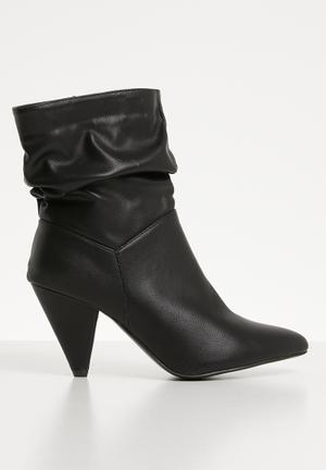Kitten heel boot - black