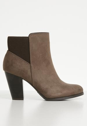 faa4ef22ca22 Danilack slip-on ankle boot - brown