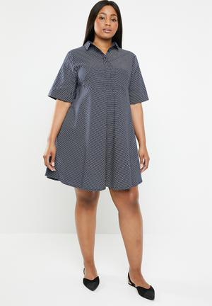 4e8f82f6361 Zandile plus curved seam spot tunic - navy. 4 options