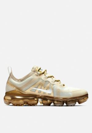 cacb78c863b7 Nike w Air Vapormax 2019 - summit white   gold