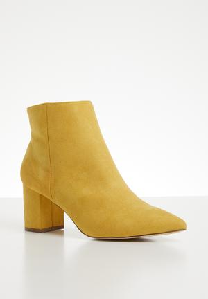 c0f987ffcf3 Ankle boot - yellow