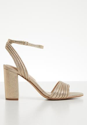 b1330929500 Metallic ankle strap heel - gold