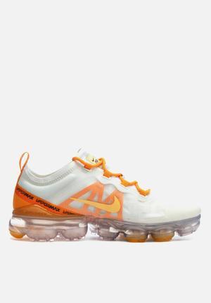 2ddd0f138ea3c Nike w Air Vapormax 2019 - Summit white   Topaz gold - orange