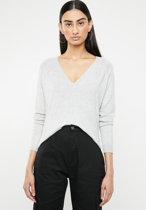 c3b55b5fd4b354 Laura long sleeve v-neck pullover - grey