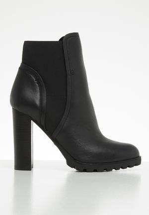 36280dd1c010 Leather side elastic slip-on ankle boot - black