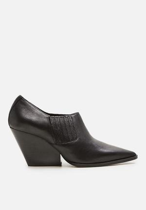 Leather ankle boot - black