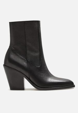 Leather pointed ankle boot - black