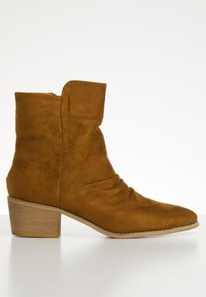 fe5096de5a1 Nadia boot - camel