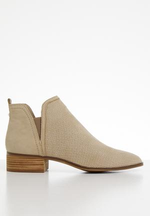 768e3d5c219e Leather slip-on ankle boot - beige