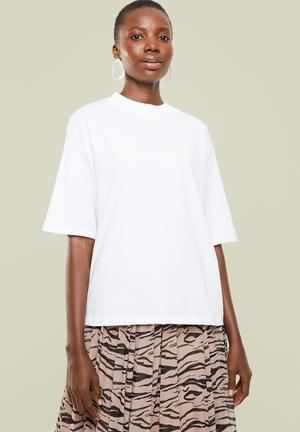 Hi neck grown on sleeve tee - white