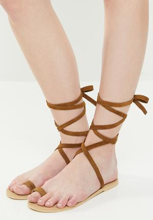 Faux leather sandal - tan