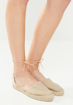 Classic espadrille w leather cord - camel